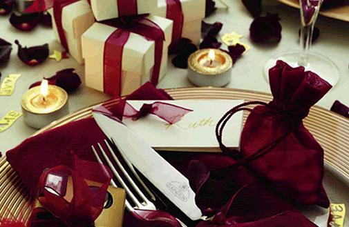 Предлагаем варианты украшения новогоднего стола!